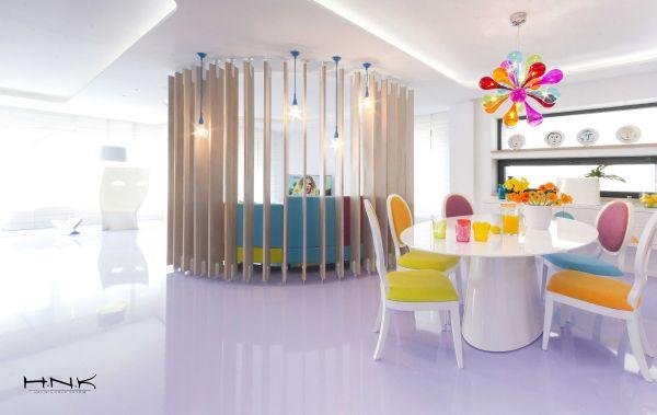 modernes apartment mit lebendiger farbpalette nicola katrib esszimmer