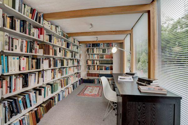 modulares kubus gartenhaus fertighaus bibliothek bücherregale schreibtisch