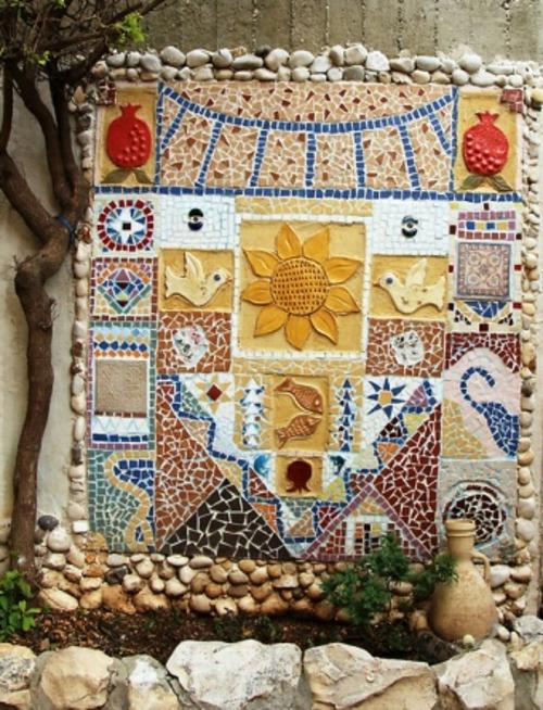 mosaik im garten wanddekoration sonne fische vögel