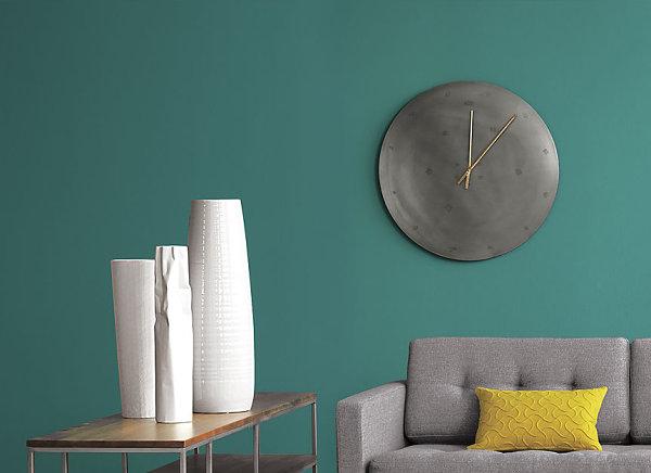 natürliche Materialien und Stoffe im Innendesign wanduhr sofa