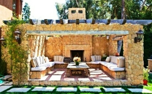 veranda mit naturstein gestalten garten kamin feuerstelle sonta berry. Black Bedroom Furniture Sets. Home Design Ideas