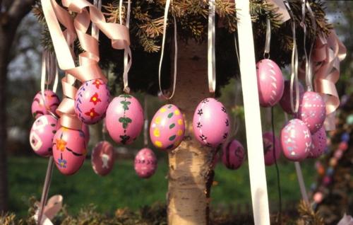 osterdekoration bemalte eier rosa