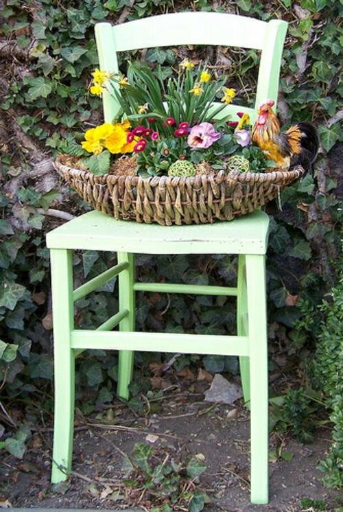 originelle osterdekoration grüner stuhl geflochtener korb