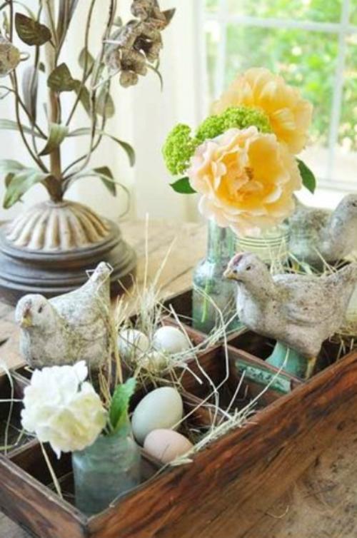 originelle osterdekoration keramik hühner gelb rosen eier