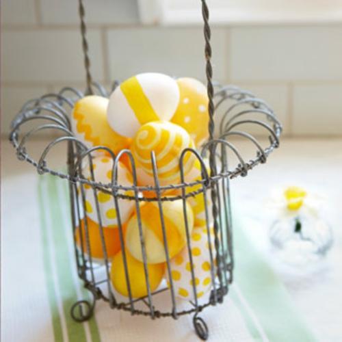 originelle osterdekoration metall eierständer gelbe eier