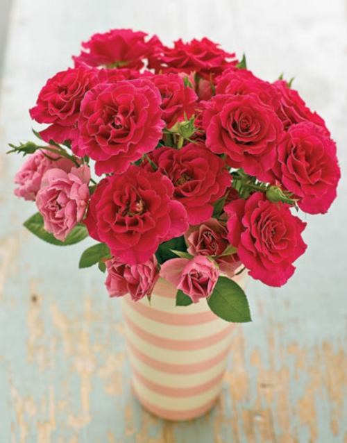 osterdekoration rosa rote rosen