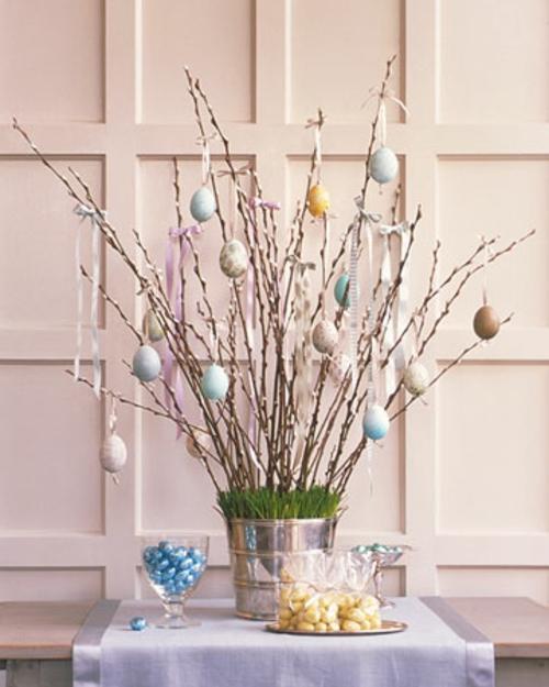 osterdekoration weidenzweige bemalte eier