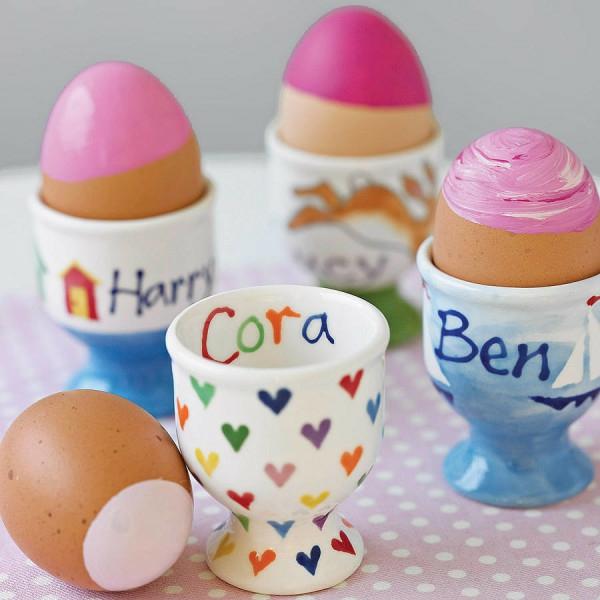 osterdeko basteln eierbecher herzen deko osterei bemalen