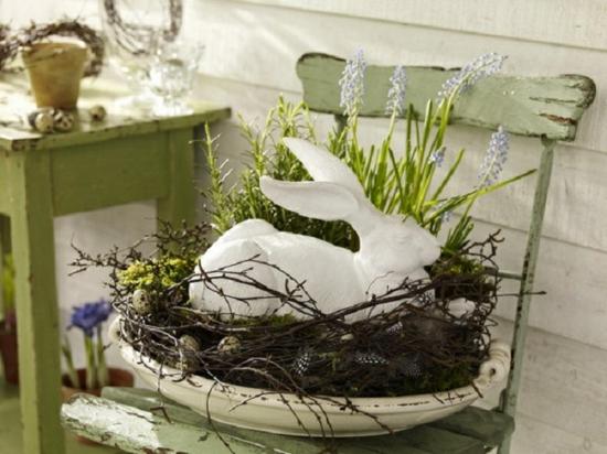 osterdeko ideen ostereier grün frühlingsblumen kranz osterhase