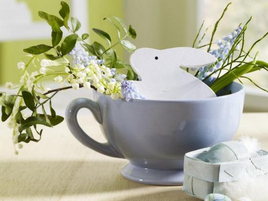 ostern deko ideen ostereier grün frühlingsblumen maiglöckchen osterhase