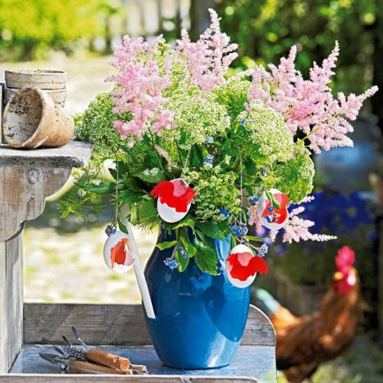 ostern deko ideen ostereier grün frühlingsblumen vase blumenstrauß