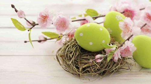 ostereier basteln osterdeko grün getupft nest
