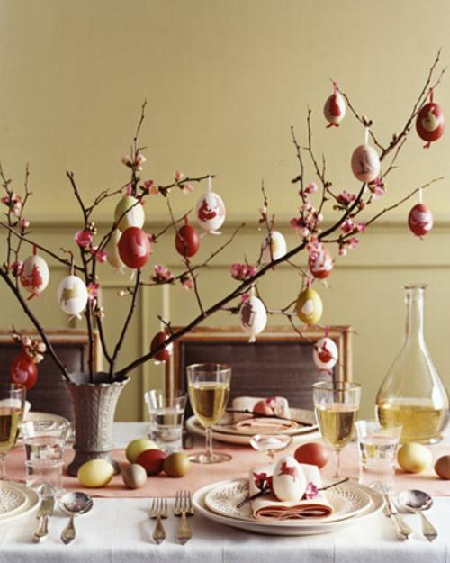 ostereier dekorativ dunkel rot osterbaum traditionell