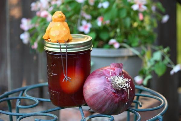 ostereier natürlich färben pflanzensud rote zwiebel schalen