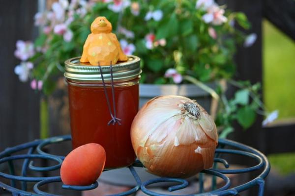 ostereier natürlich färben pflanzensud zwiebelschalen orange