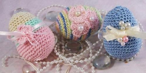 ostereier dekorieren perlenketten gestrickt