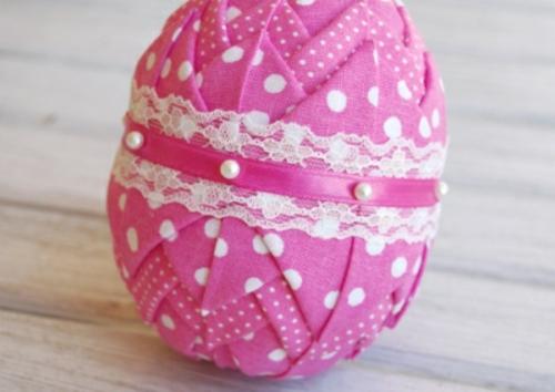 ostereier dekorieren pink stoff spitze perlen