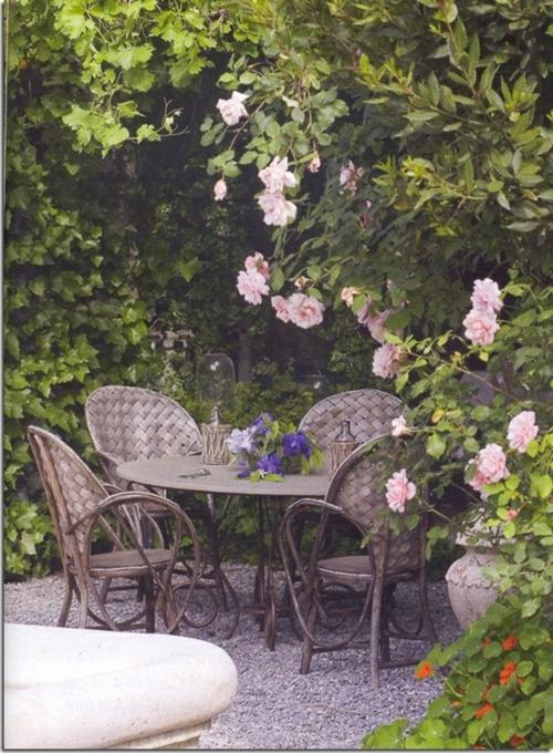 rattan gartenmöbel dunkel braun tisch rosen frisch