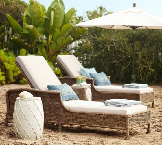 rattan gartenmöbel lounge geflochtene möbel liegen am strand