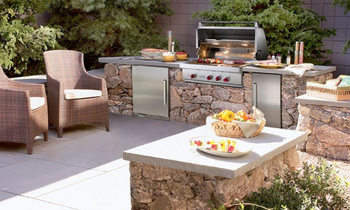 outdoor k che mit grill ausgestattet. Black Bedroom Furniture Sets. Home Design Ideas