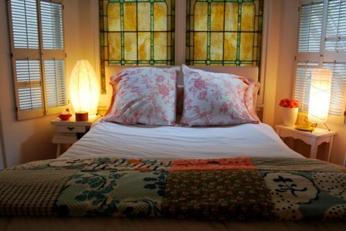 Romantische Beleuchtung Im Schlafzimmer Stehlampe Aus Papier Am Nachttisch