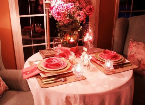 romantische ideen zum valentinstag tischdeko geschirr rosa blumen