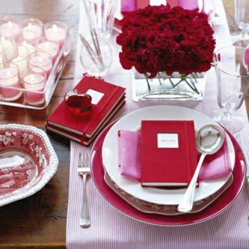 romantische ideen zum valentinstag tischdeko rot rosa geschenk kerzen