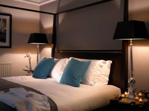 Romantisches Schlafzimmer Beleuchtung Gedämpftes Licht Stehlampen