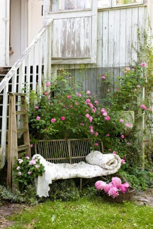 rosen strauch sitzbank auflagen korb vorderhof ländlich stil