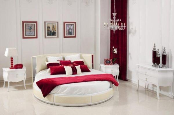 rundes bett schlafzimmer rot wei kronleuchter