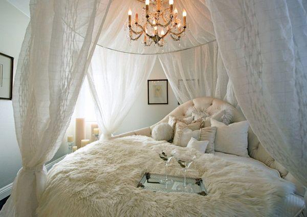 Schlafzimmer romantisch weiss  Ein Rundbett im Schlafzimmer - Pro und Conrta