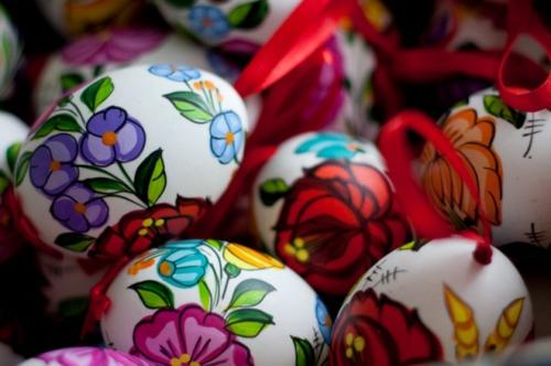 Ostereier frühling blumen blüten zeichnen gesättigt farben