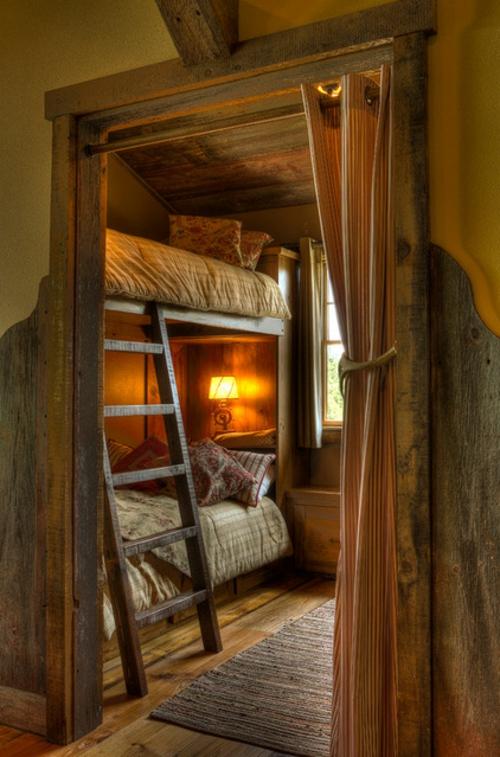 schlafzimmer hochbett leiter gardinen tischlampe