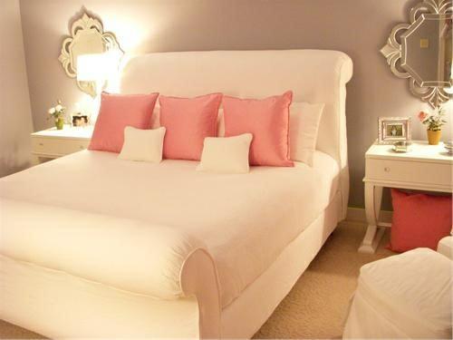 Schlafzimmer Romantische Beleuchtung Bett Stehlampe Rosa Weiß