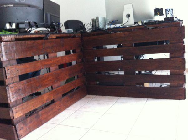 21 diy schreibtische aus europaletten geld sparen. Black Bedroom Furniture Sets. Home Design Ideas