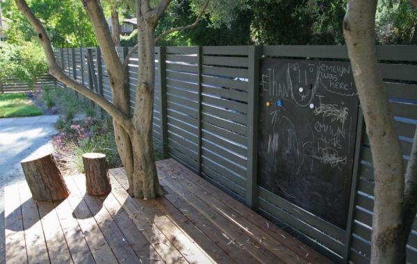 schwarze tafel Bastelideen gartendeko im Garten zaun baumstumpfen
