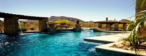 schwimmbad sitzplätze sonnig garten ästhetisch