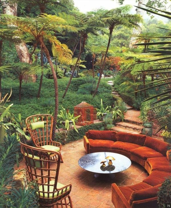 terrassengestaltung polstermöbel korbmöbel rundtisch herbst