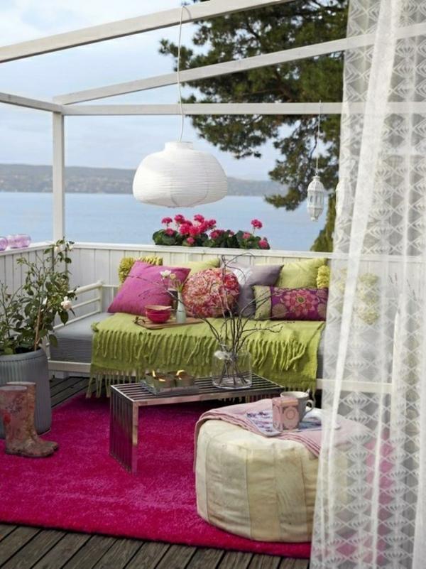 terrassengestaltungsideen sitzecke im freien pendelleuchte teppich
