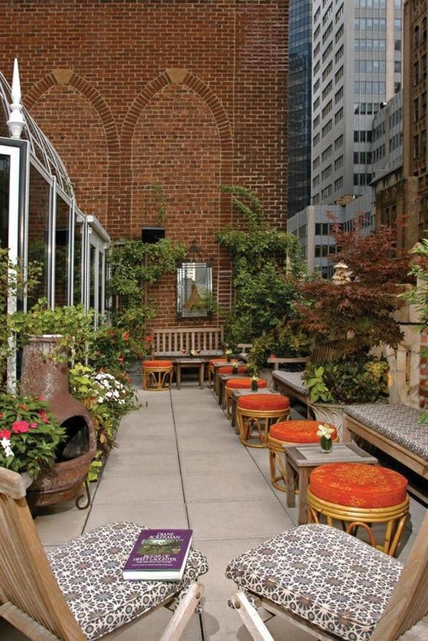 terrassengestaltung sitzecken hocker pflanzen