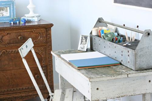 vintage rustikal stil büro schreibtisch bunt papier