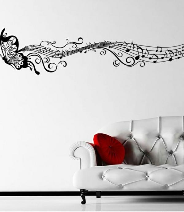 wandgestaltung-noten-musik-weiß-wohnzimmer-sofa