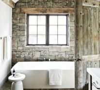 Alte Holzbalken und Steinwände garantieren eine warme rustikale Atmosphäre