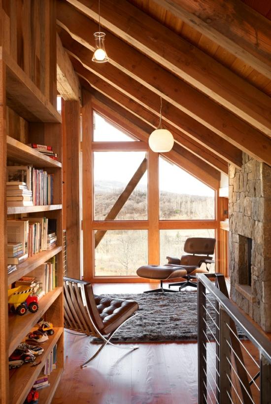 Alte holzbalken und steinw nde garantieren eine warme - Lamparas para techos inclinados ...