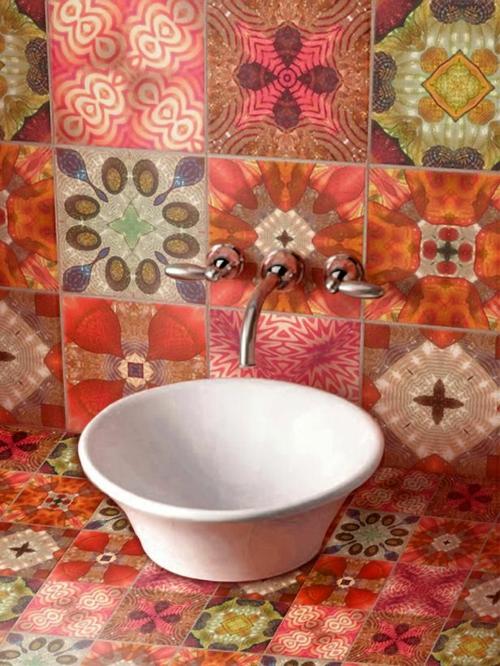 Badezimmer und Badezimmerfliesen farben designs rot patchwork