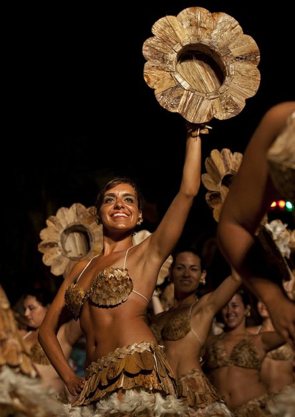 einwohner traditionell tanzen karneval Die erstaunlichen Osterinseln