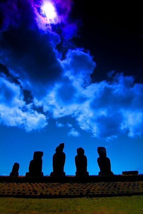 nachts moai statuen Die erstaunlichen Osterinseln