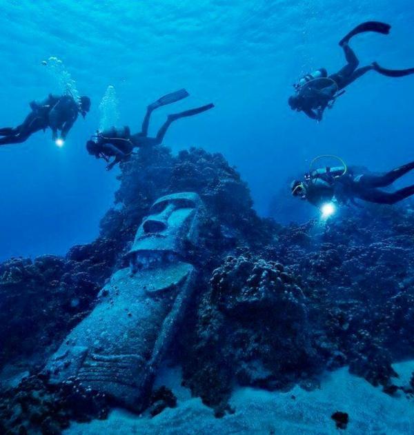 Osterinseln unterwasser statue