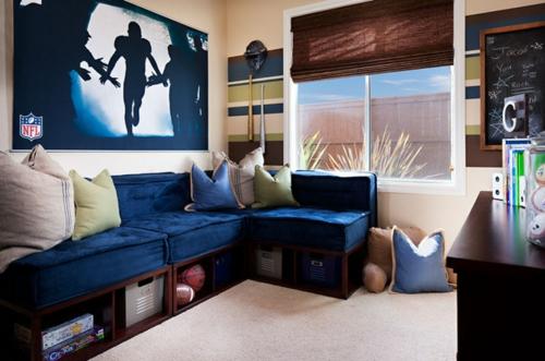 Fußballparty erfolgreich zu Hause sofa auflagen blau