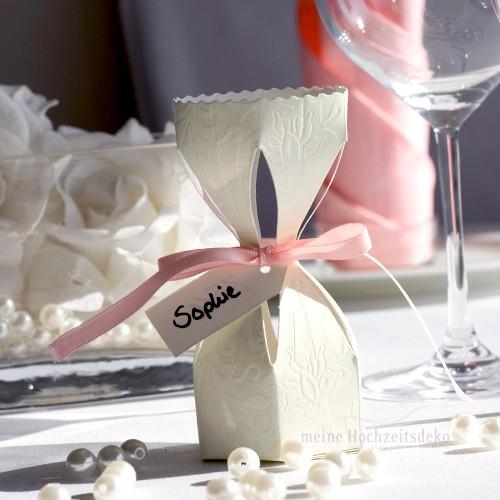 Gastgeschenk Kartonage Bonbon floralen Ornamenten Tischkartentrends 2014